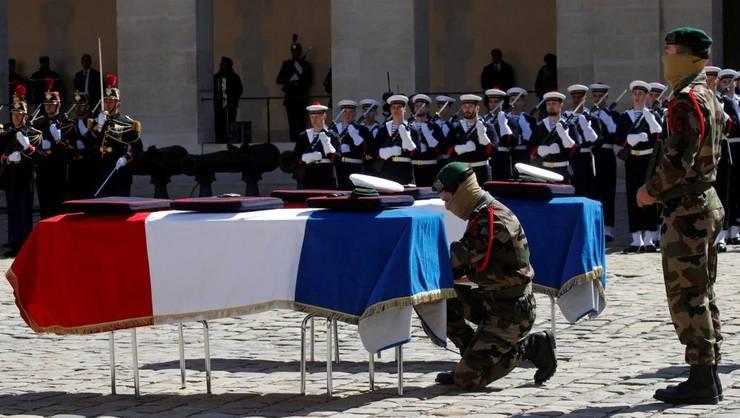 Cosciugele lui Cédric de Pierrepont si Alain Bertoncello în curtea Invalizilor pe 14 mai 2019