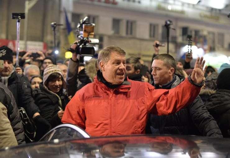 Președintele Klaus Iohannis, în mulțime, la protestul împotriva OUG pentru gratiere si modificarea Codului Penal, 22 ianuarie 2017