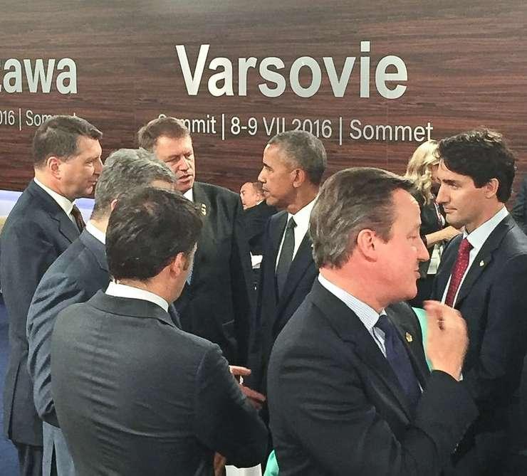Președintele Klaus Iohannis a avut, alături de alți șefi de stat și de guvern, un scurt dialog cu omologul său american, Barack Obama