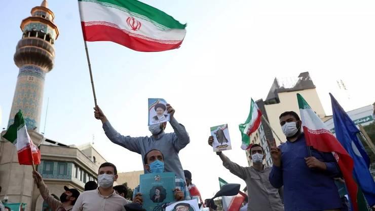 La Teheran, 16 iunie 2021, alegàtori ai candidatului conservator Ebrahim Raissi.