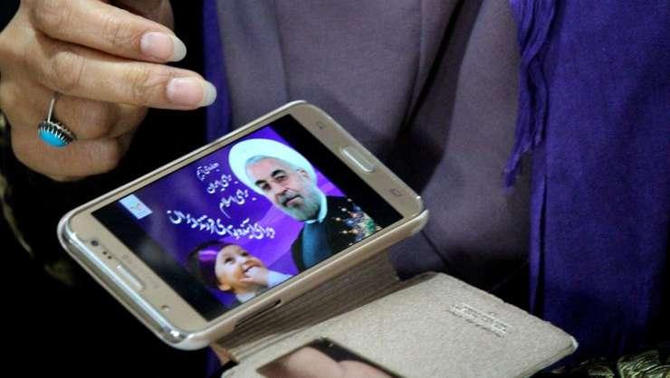 Hassan Rohani, presedintele-candidat, se afiseazà pânà si pe ecranele mobilelor simpatizantilor sài