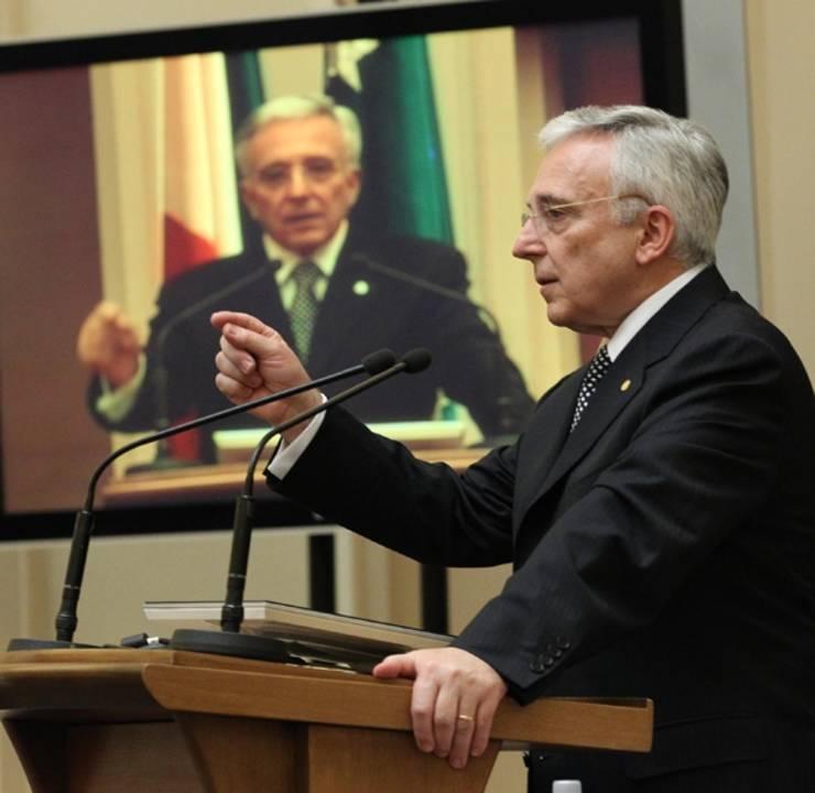 Guvernatorul BNR, Mugur Isarescu, va fi susținut pentru un nou mandat în fruntea BNR. După ce a luat cu asalt BNR, coaliția de guvernare se întoarce astfel la sentimente mai bune.