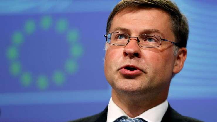 Italia evita sa fie sanctionata de Comisia Europeana dar proiectul de buget ramâne preocupant, declara Valdis Dombrovskis, vice-presedintele Comisiei Europene responsabil pentru zona euro si Dialog Social.