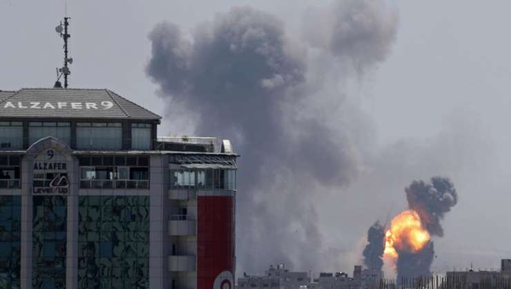 Urmări ale raidurilor israeliene în Gaza (Foto: Reuters/Mohammed Salem)