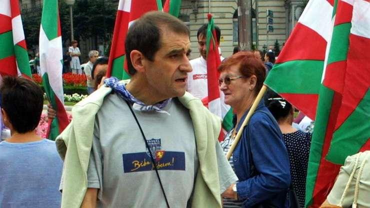 """Jose Antonio Urrutikoetxea Bengoetxea, alias """"Josu Ternera"""", în timpul unei manifestatii în 2002."""