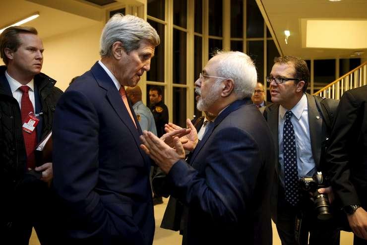 Secretarul american de stat, John Kerry, a discutat cu ministrul iranian de Externe, Javad Zarif, după anunțul ridicării sancțiunilor aplicate Iranului