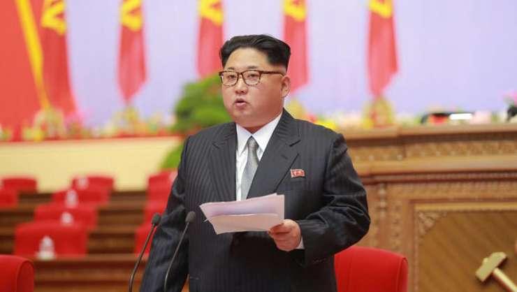 Liderul nord-coreean Kim Jong-Un la tribuna congresului Partidului Muncitorilor Coreeni