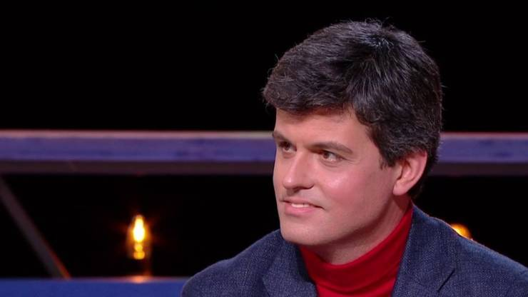 Filosoful si eseistul francez Gaspard Koenig, pe platoul televiziunii France 5.