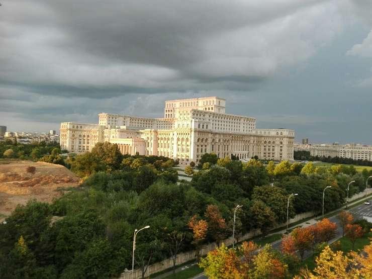 Opoziţia vrea să depună o moţiune de cenzură la adresa Guvernului Dăncilă, în Parlament (Foto: RFI/Cosmin Ruscior)