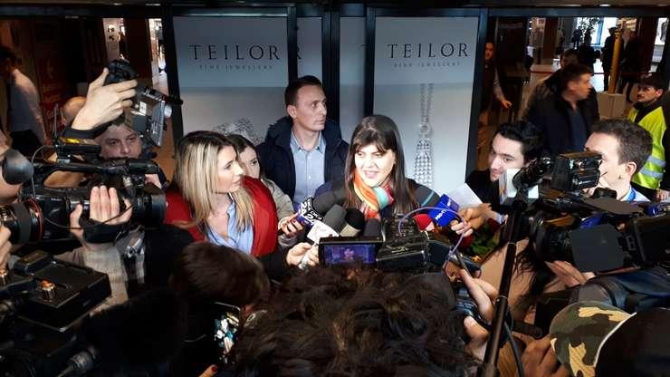 Laura Codruţa Kovesi a declarat, miercuri, la sosirea la Bucureşti, că votul din comisiile Parlamentului European este un vot pentru sistemul de justiţie din România, pentru toţi magistraţii din Europa care lucrează sub presiune.