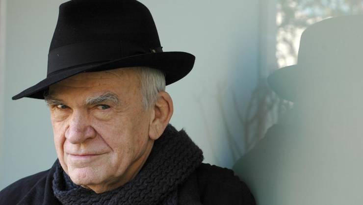 Romancierul Milan Kundera a recàpàtat cetàtenia cehà dupà 40 de ani