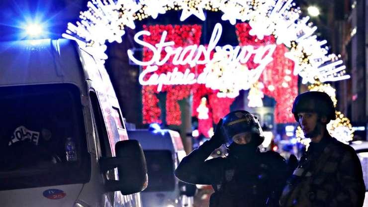 La 1h20, fortele speciale sunt în continuare mobilizare în perimetrul Pietei de Craciun din Strasbourg, 12 decembrie 2018.