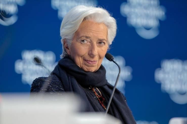 Președintele Băncii Centrale Europene, Christine Lagarde, vorbește pentru prima dată despre posibila intrare în recesiune a zonei euro.