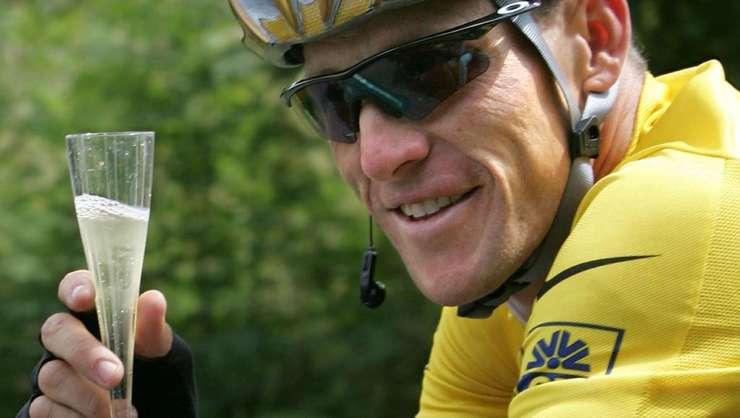 """Rutierul Lance Armstrong s-a dopat pentru bani și de teama că va ajunge """"din erou un zero""""."""