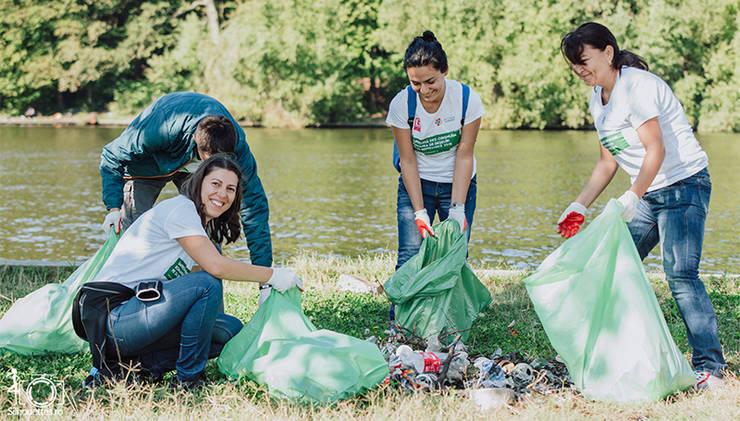 Voluntari, în campania Let's Do It, Romania! (Sursa foto: site Let's Do It, Romania!)