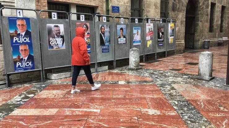 Panouri electorale la Perpignan pentru localele din 15 si 22 martie.