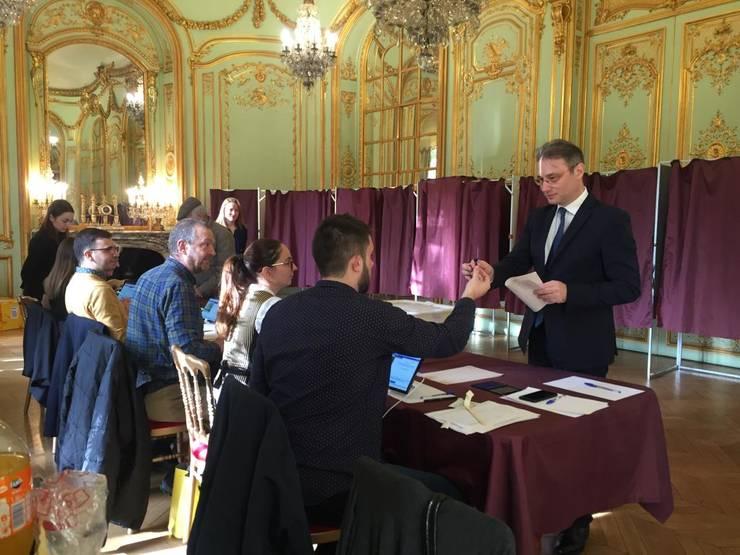 A început votul în diaspora pentru turul doi al alegerilor prezidențiale