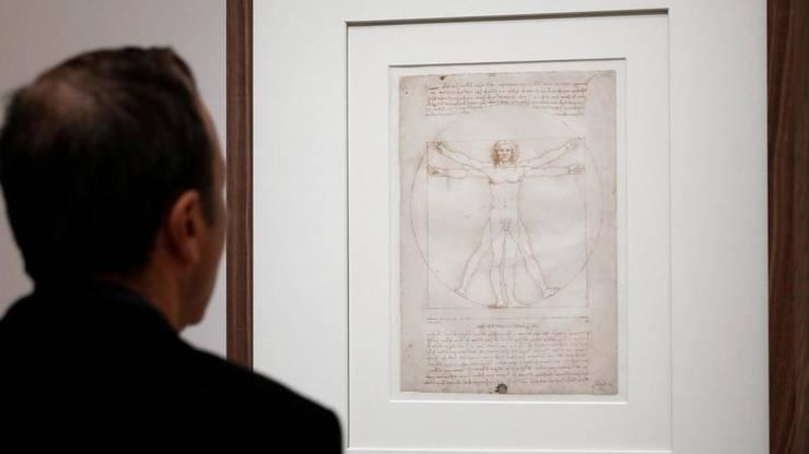 """""""Omul lui Vitruviu"""" fotografiat în timpul expozitiei Leonardo de la Luvru"""