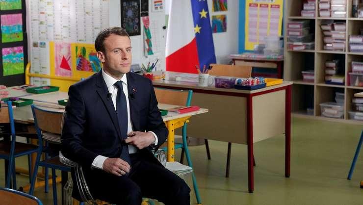 Emmanuel Macron într-o clasà de scoalà din provincia francezà, locul în care a fost interviuvat de TF1 pe 12 aprilie 2018