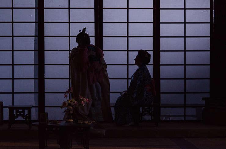 Cadru din spectacolul Madama Butterfly de Giacomo Puccini, pe scena Operei Naționale București