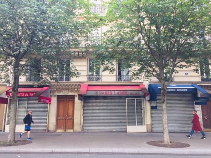 Magazinele nealimentare sunt închise în Franta de pe 30 octombrie 2020, timp în care populatia se afla în carantina pe fondul epidemiei de coronavirus.