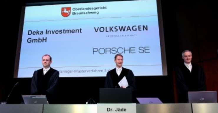Magistrati la Palatul Congresului din Brunswick, în prima zi a procesului Volkswagen în Germania, 10 septembrie 2018
