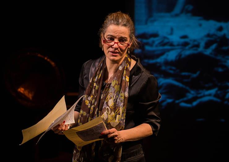Maia Morgenstern priveşte cu durere evenimentele din ultima perioadă (Sursa foto: maia-morgenstern.com)