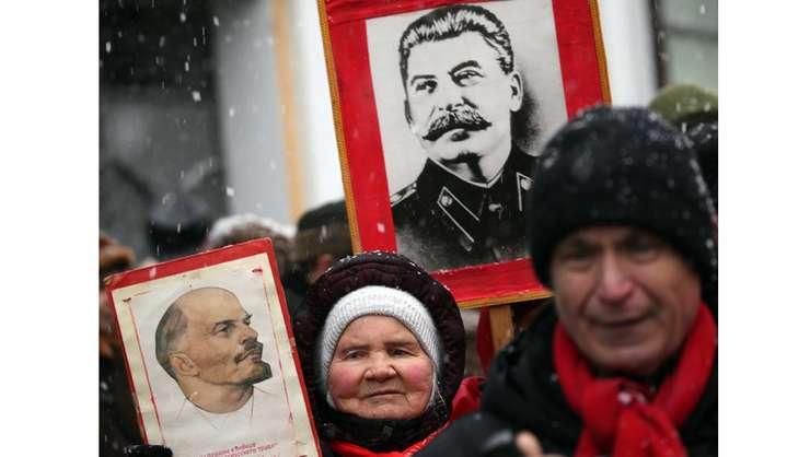 Nostalgici ai Revoluţiei din octombrie în Rusia...