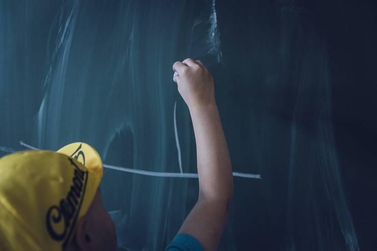 Ministerul Educaţiei ar vrea salarizare diferenţiată pentru profesori (Sursa foto: pixabay)