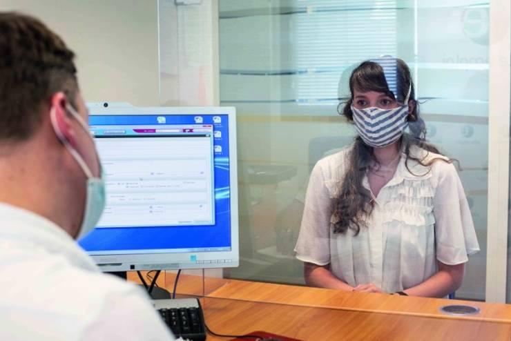 Masca devine obligatorie în companiile din Franta, în toate spatiile închise ori comune, de la 1 septembrie 2020.