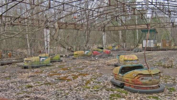 Masinute abandonate în parcul din Prîpeat, orasul fantoma situat la 3 km de centrala nucleara, care a fost golit de cei 50.000 de locuitori pe 27 aprilie 1986. Parcul de distractii trebuia inaugurat pe 1 mai.