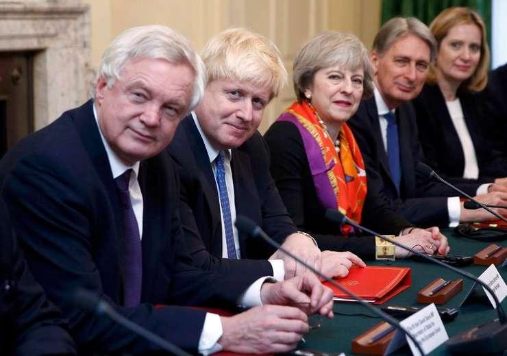 Theresa May și principalii săi miniștri