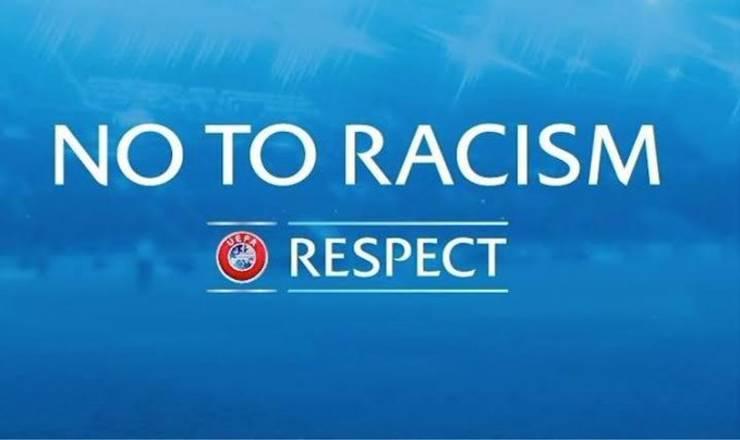 Meciul din Liga Campionilor a reînceput miercuri seara, la 20 de ore dupa ce a fost întrerupt  la minutul 14 în urma unor cuvinte considerate rasiste.