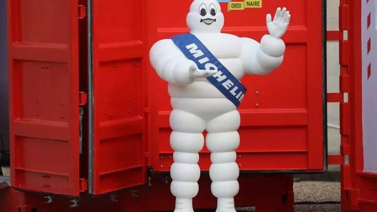 Fabricantul francez de pneuri Michelin anuntà suprimarea a 2.300 de locuri de muncà în Franta, în urmàtorii trei ani.