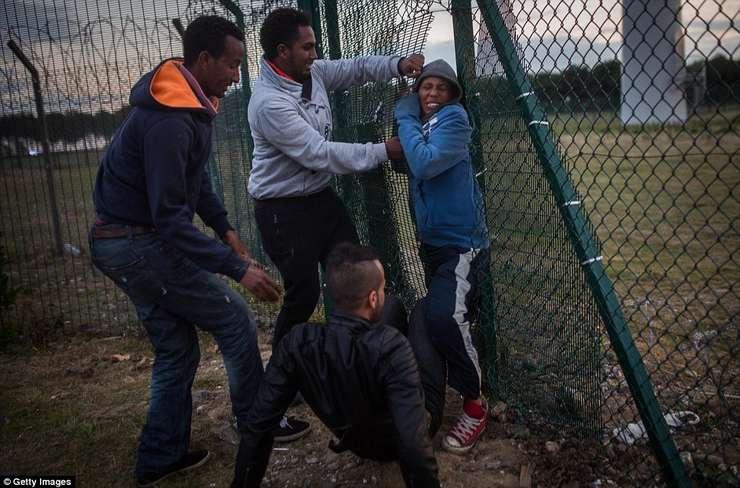 Migranți la Calais