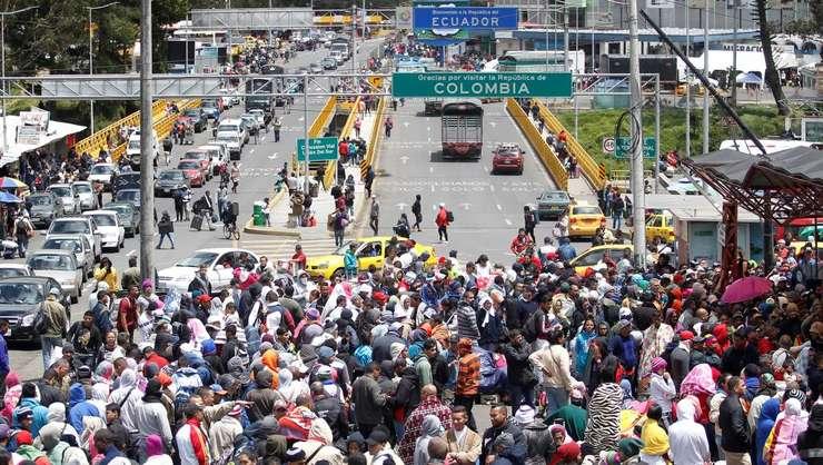Migranti venezuelieni la frontiera dintre Columbia si Ecuador, 9 august 2018.