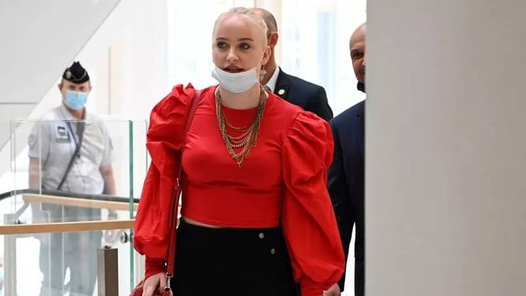Mila ajunge la procesul persoanelor bànuite cà au hàrtuit-o si amenintat-o online, Tribunalul din Paris, 3 iunie 2021.