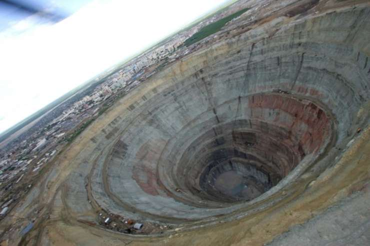 Mina de diamante aflata în orasul Mirny, Yakutia