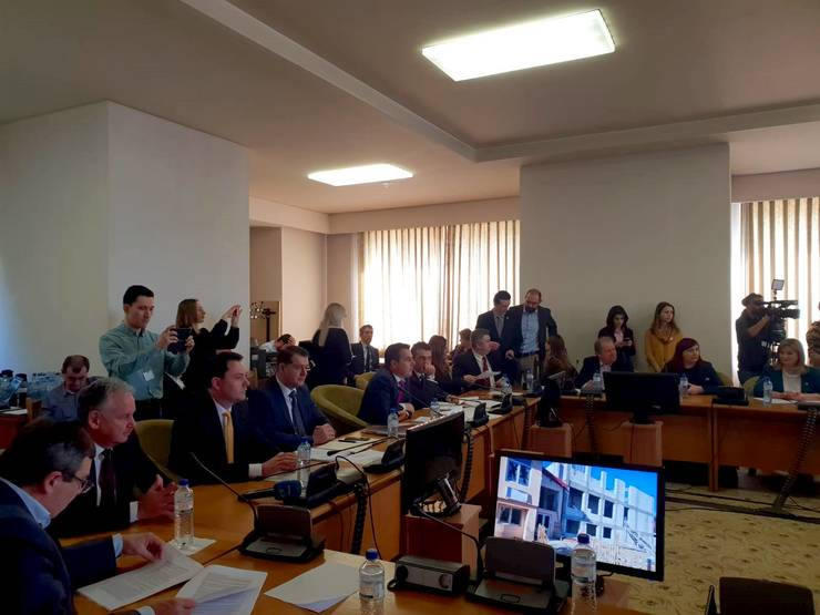 Senatorii juristi resping ordonanța de urgență adoptată de Guvernul Orban, care reglementează alegerile anticipate (Sursa foto: Facebook/Camera Deputaților)