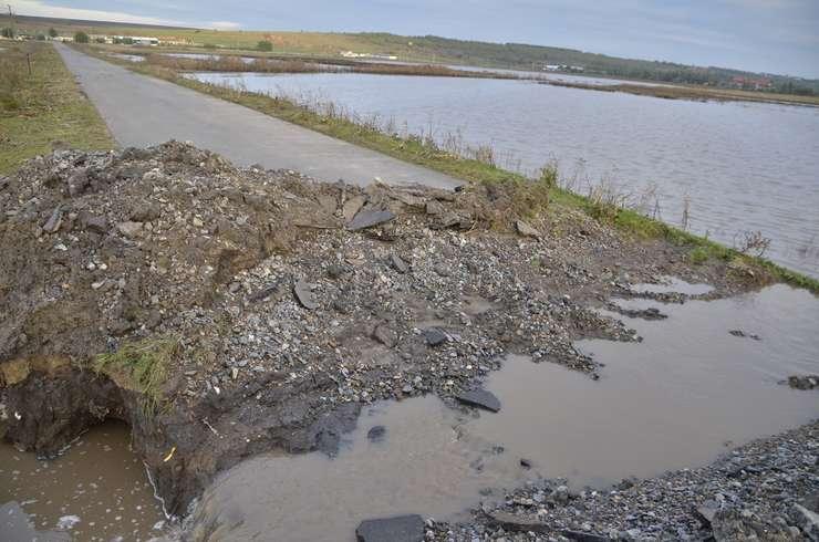 Inundaţiile afectează România, pe fondul ploilor torenţiale (Foto: Ministerul de Interne-arhivă)