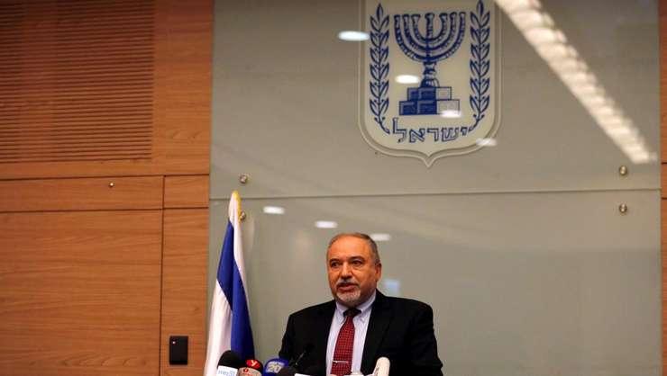 Ministrul israelian al Apararii, Avigdor Lieberman si-a anuntat demisia miercuri, în timpul unei conferinte de presa, 14 noiembrie 2018.
