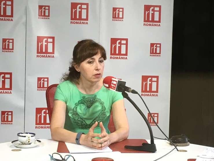 Ministrul Mediului, Cristiana Paşca-Palmer, în studioul RFI (Foto: Amedeo Achim)