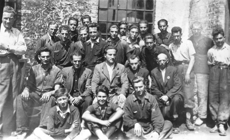 Lucrători evrei la muncă forțată în lagărul de la Moghilev
