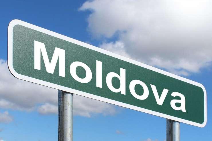 Republica Moldova este sfâşiată între susţinători ai unei apropieri de UE şi cei ai unei alianţe cu Moscova