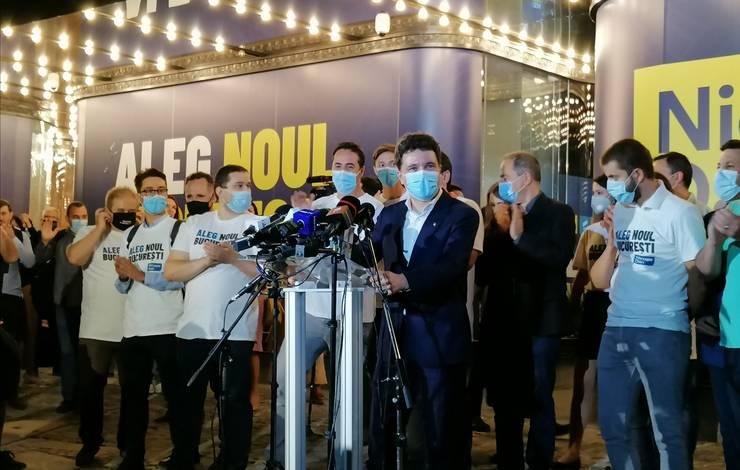 Nicușor Dan va verifica legalitatea sporurilor din Primăria Capitalei (Foto: RFI/Cosmin Ruscior)
