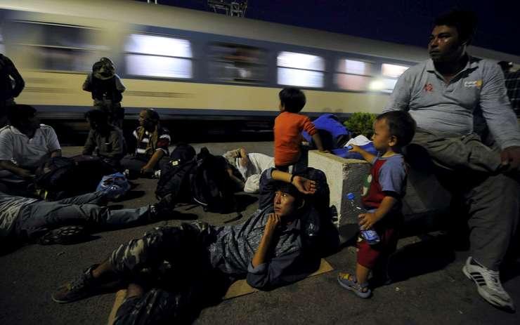 Imigranţi în Macedonia (Foto: Reuters/Ognen Teofilovski)
