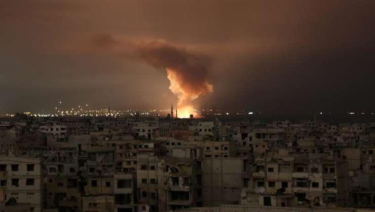 O explozie se produce în timpul atacurilor aeriene ale regimului sirian, 23 februarie 2018, Ghouta orientala, Siria