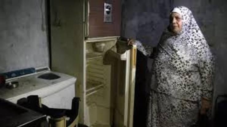 O libaneza isi arata frigiderul gol.