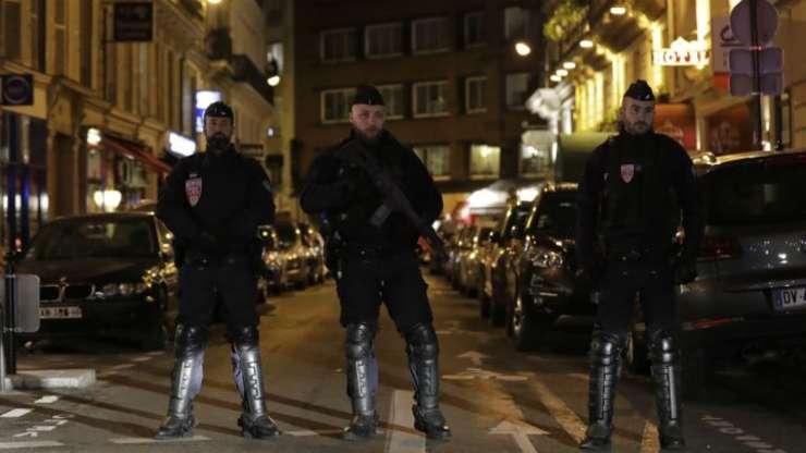 O persoana a murit - un tânar de 29 de ani, iar 4 au fost ranite într-un atac cu cutit comis de un francez nascut în Cecenia, Paris, 12 mai 2018