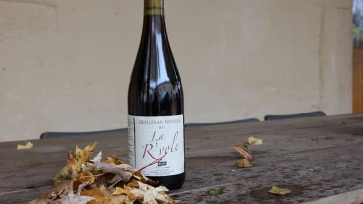 O sticla de Beaujolais Nouveau.